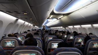 Interior de una cabina de avión