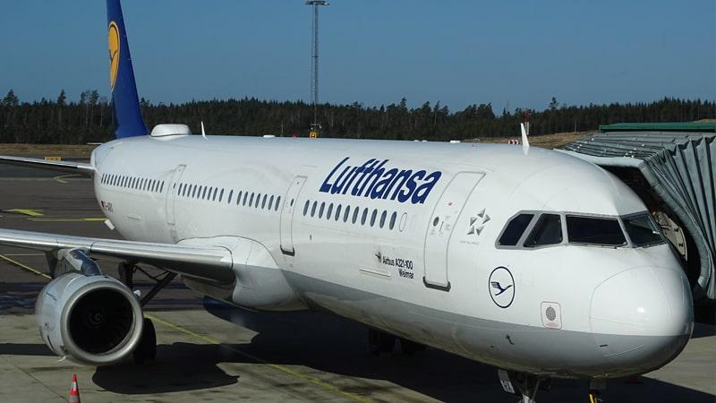 Avión de Lufthansa en pista