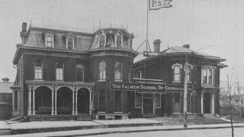 Palmer College of Chiropractic, la primera universidad de quiropraxia