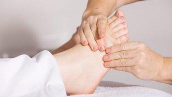 Masaje de pies para aliviar el estrés