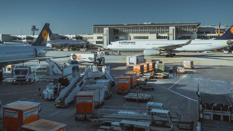 Carga para introducir en un aeronave Lufthansa