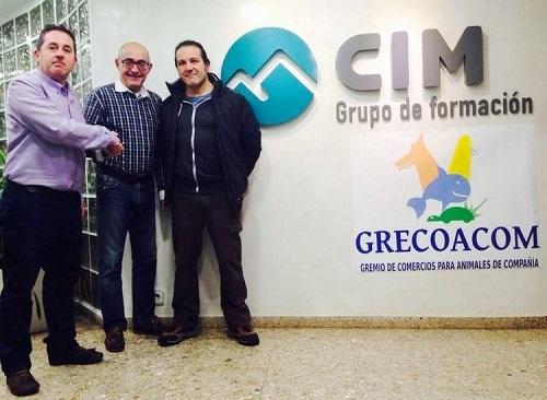 De izquierda a derecha: Julían Cárdenas (Director CIM Grupo de Formación Valencia), Javier Rubio (Presidente GRECOACOM) y Manuel Sanz (Secretario GRECOACOM).