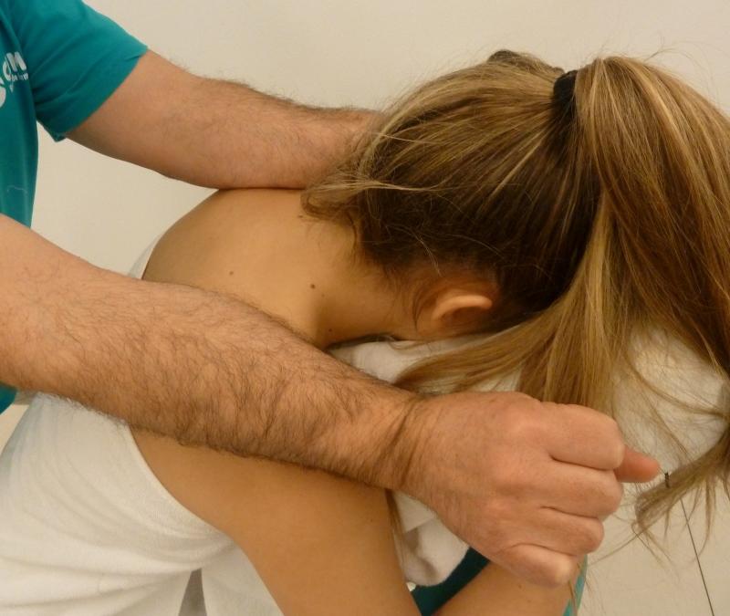 Paso 12 del masaje de cuello
