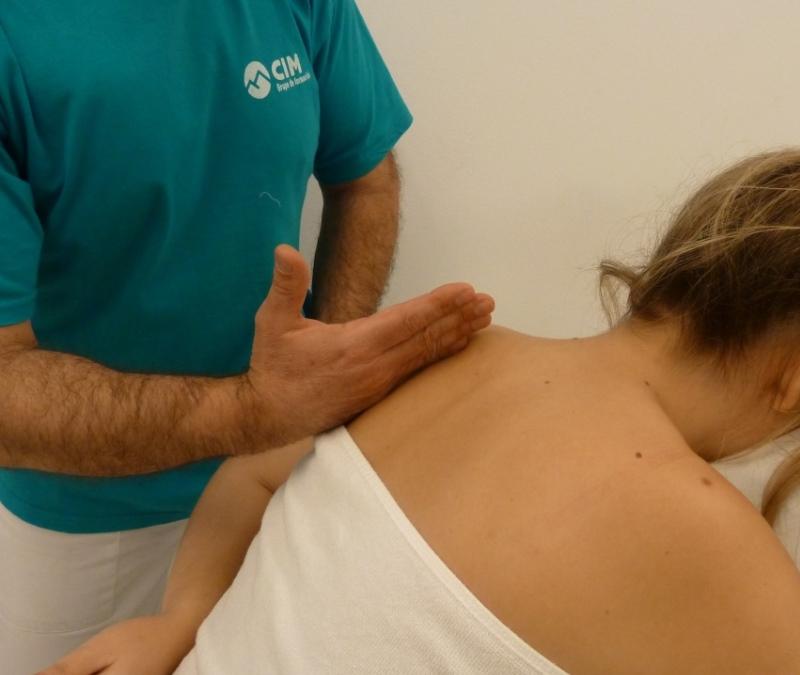 Pasos 8 y 9 del masaje de cuello