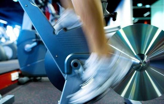 Pedaleo-detalle2-ciclo-indoor-CIM-Formacion|Pedaleo-detalle-ciclo-indoor-CIM-Formacion|Pedaleo-redondo-piston-ciclo-indoor-CIM-Formacion