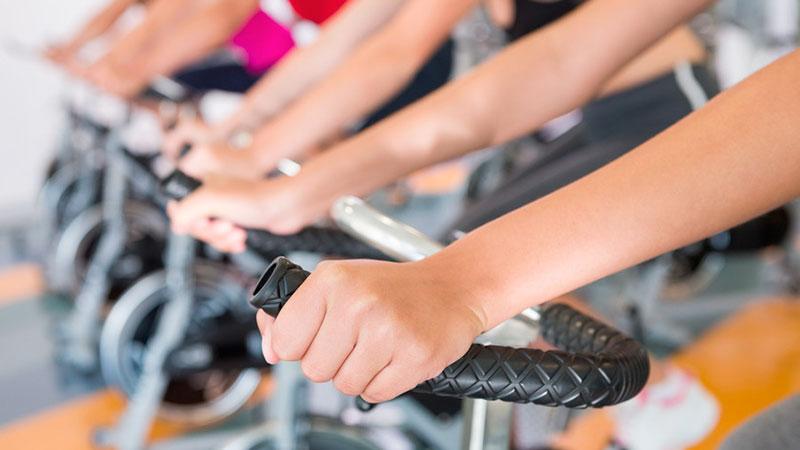 Razones-por-las-que-la-gente-abandona-el-ciclo-indoor|detalle-de-pedal-de-ciclo-indoor