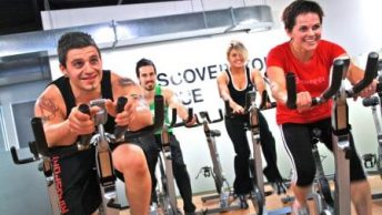 Spin_Cycle_Indoor_Cycling_Class_at_a_Gym|Spinning-bike