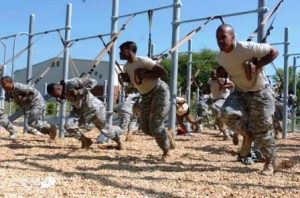 TRX-entrenamiento-en-suspension-ejercito