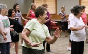 actividades-colectivas-grupo-personas-mayores