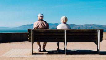 ancianos-sentados