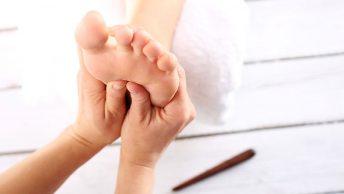 Reflexología podal teniendo en cuenta el mapa de los pies