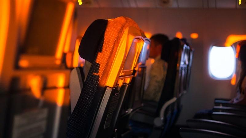 avion-atardecer-min|Consejos para enfrentarse a un vuelo de muchas horas|vuelo de larga distancia|vuelos de larga distancia