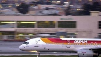avion-iberia-en-aeropuerto|etiqueta-equipaje-codigo-IATA|IATA-OACI