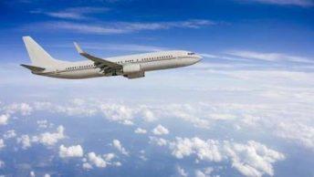 avion volando|mascarillas de oxigeno en avion|avion despegando