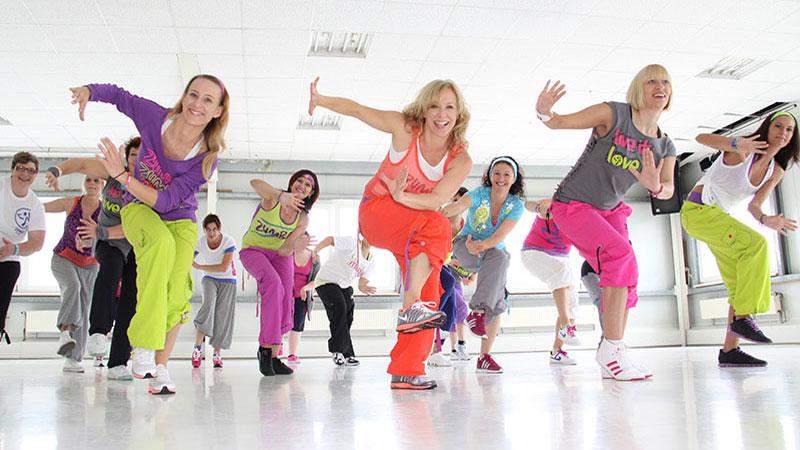 bailar en el gimnasio zumba