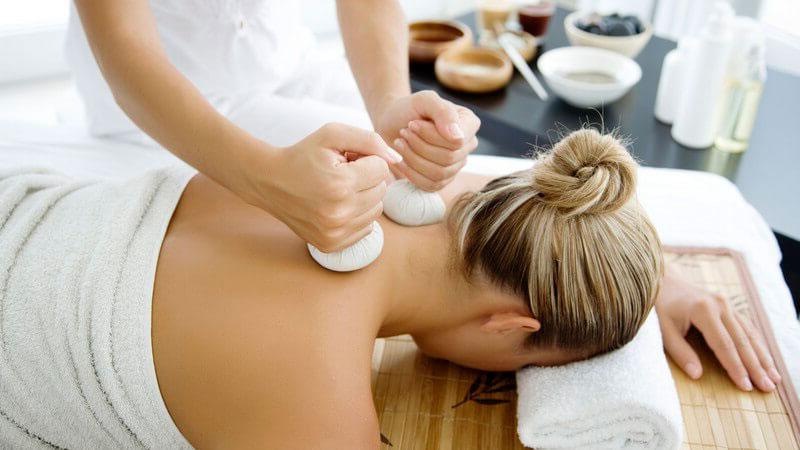 beneficios del masaje con pindas