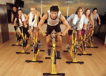 clase de spinning|ciclo indoor al aire libre|clase de ciclo indoor