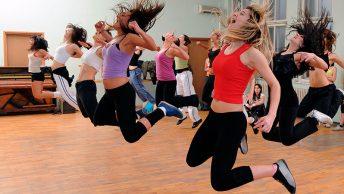 clases-colectivas-baile-gimnasio beneficios-del-baile-para-la-salud clase-colectiva-baile-gimnasio