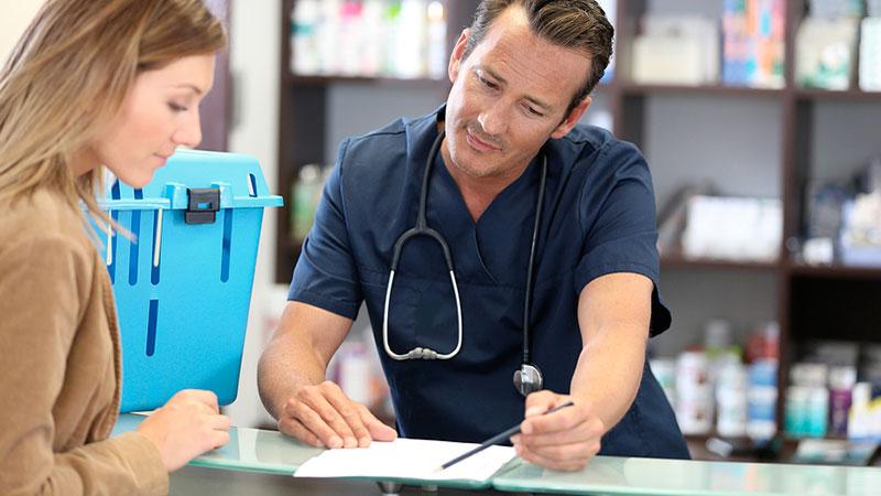 Clientes en la clínica veterinaria: el sabelotodo