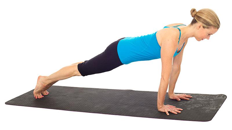Mujer haciendo la plancha en Pilates