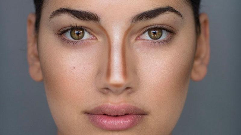 Correcciones con maquillaje para perfilar la nariz