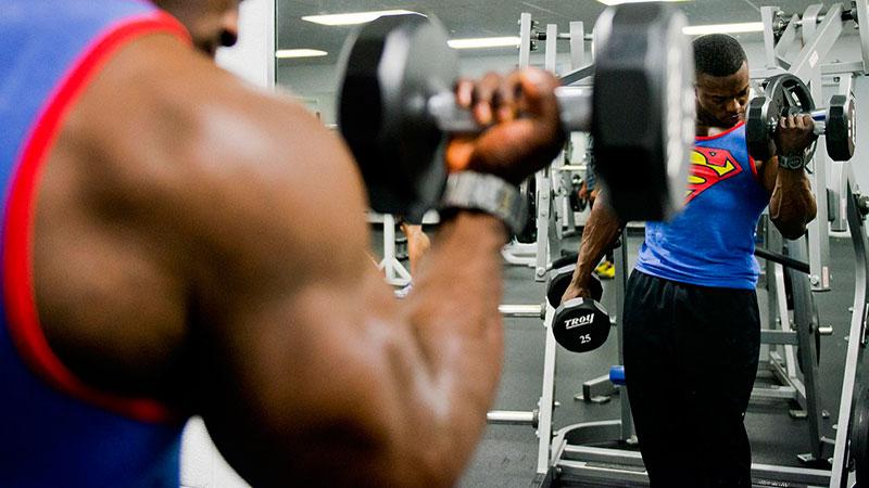 Crear músculo con pesos pesados
