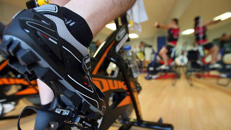 Detalle de pedal de ciclo indoor
