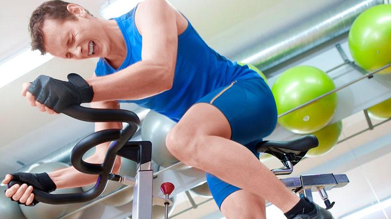 duele-la-zona-lumbar-al-hacer-ciclo-indoor|posicion-sobre-la-bicicleta