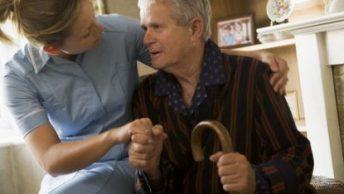 enfermedad-Parkinson|enfermedad-de-Parkinson|masaje-tercera-edad-espalda|masaje-mano-enfermedad-parkinson