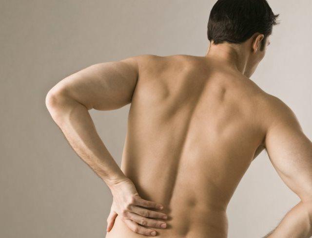 Hombre con dolor en la baja espalda