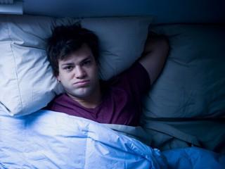insomnio|masaje|mujer durmiendo|chica-cama