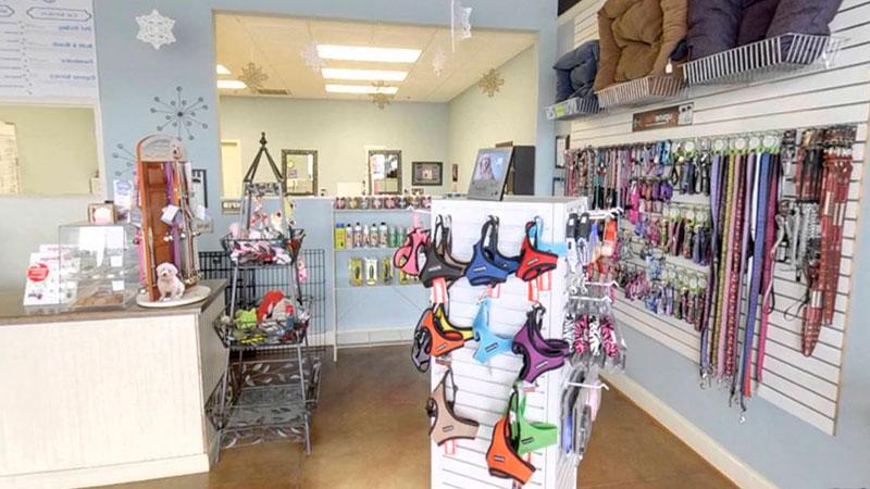 Interior de tienda peluquería canina