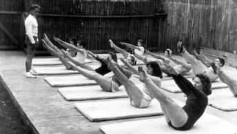 Joseph Pilates en una de sus primeras clases del método