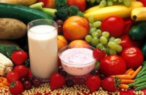 leche yogur y fruta