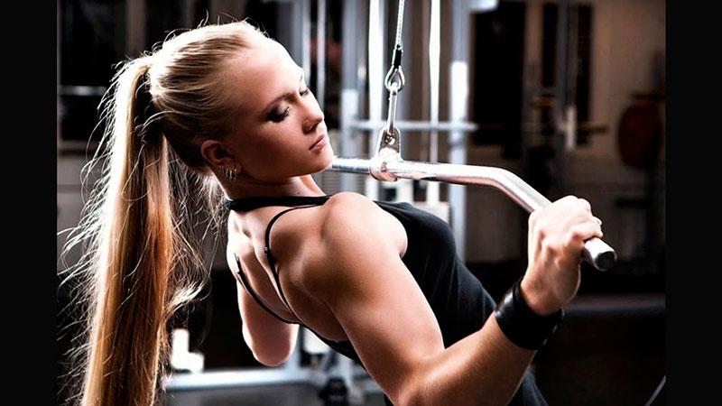 Levantar el mismo peso en la sala de pesas