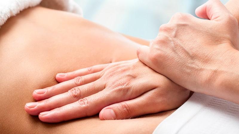 Masaje en el abdomen