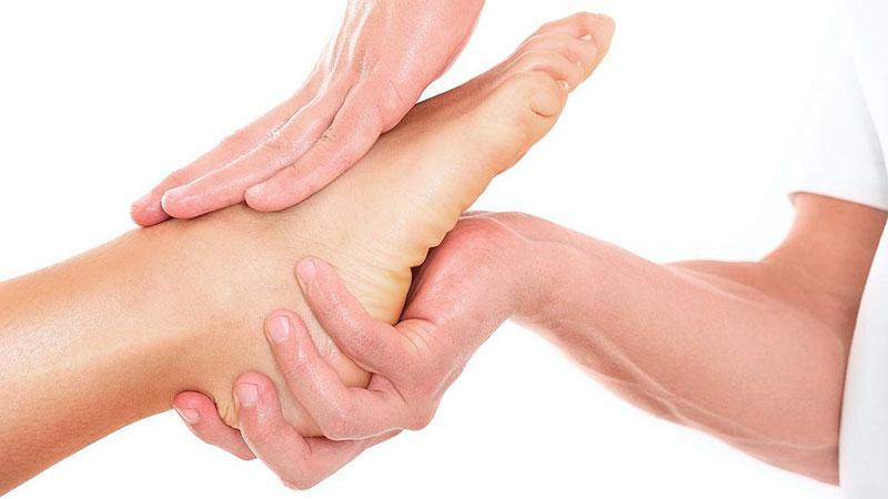 masaje-deportivo-en-lesiones-deportivas-esguince-de-tobillo masaje-deportivo-para-tendinitis
