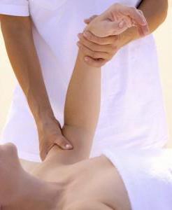 masaje en el brazo