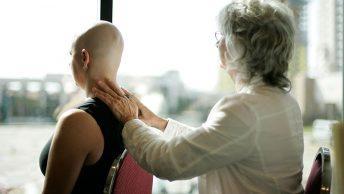 Masaje a un persona con cáncer