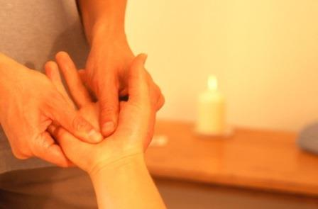 masaje en las manos masaje relajante en las manos masaje en la mano