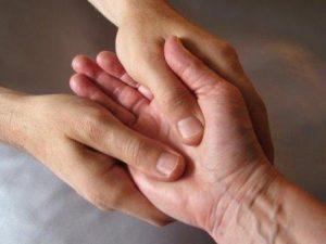 masaje-mano-enfermedad-parkinson