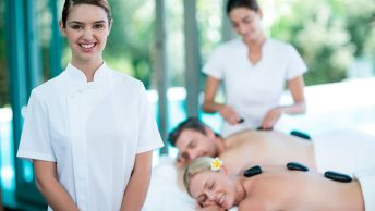 masajista-y-clientes-satisfechos|crear-tu-web-como-masajista|masajista|cabina-de-masajes|terapias-manuales