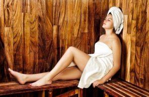mujer en sauna