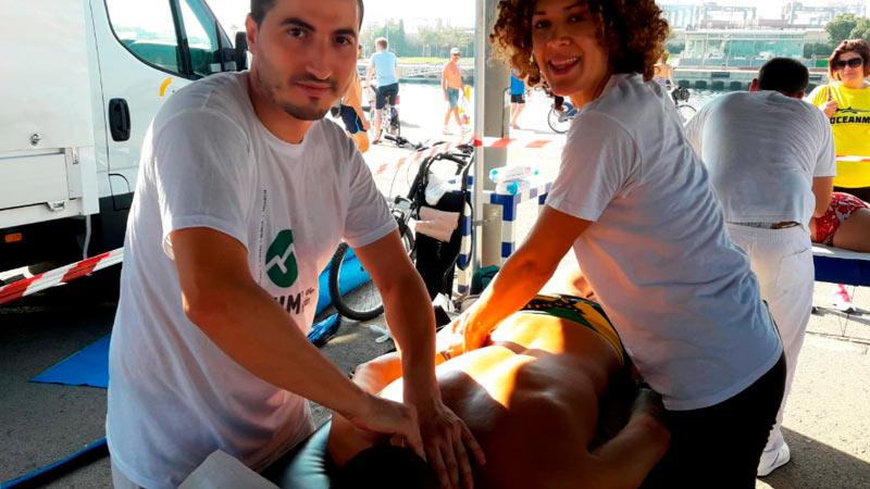 Prácticas de alumnos de quiromasaje en la prueba Oceanman