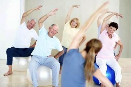 pilates en la tercera edad|anciana practicando pilates