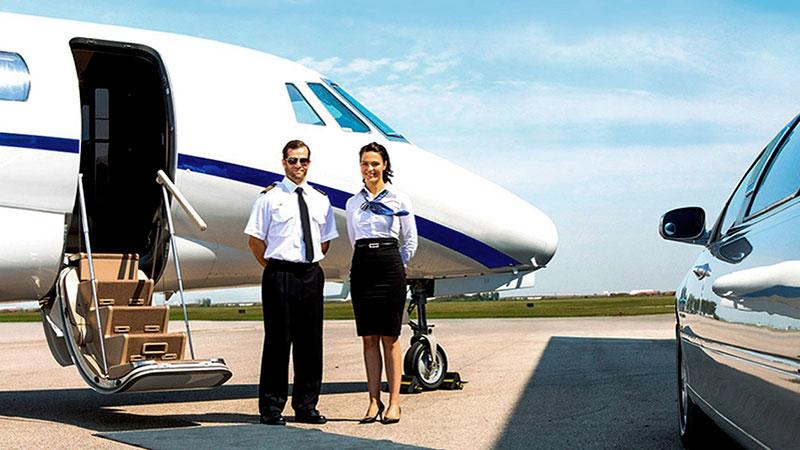 piloto-y-auxiliar-de-vuelo-en-la-aviacion-privada auxiliar-de-vuelo-en-la-aviacion-privada
