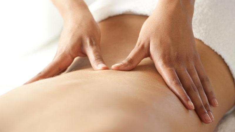 Masaje en la baja espalda