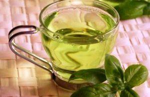 te-verde drenaje-linfatico-manual mujer-tomando-te-verde