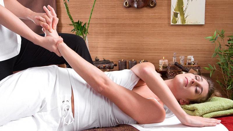 Técnicas de masaje tailandés y yoga