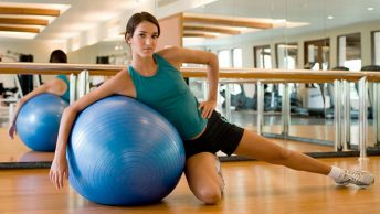 trabajar-como-monitor-de-pilates|monitora-de-pilates-en-clase|instructora-de-pilates-en-clase|clase-de-pilates-con-fitball|ser-monitor-de-pilates-maquina-reformer